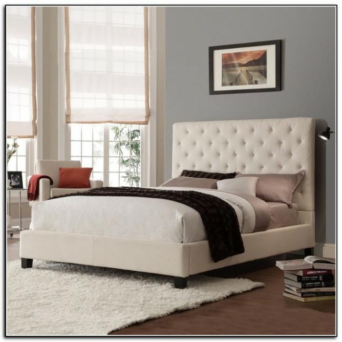 cabeceros cama, propuesta clásica, cama en beige claro que viene con cabecera, paredes grises, suelo de parquet y estores modernas