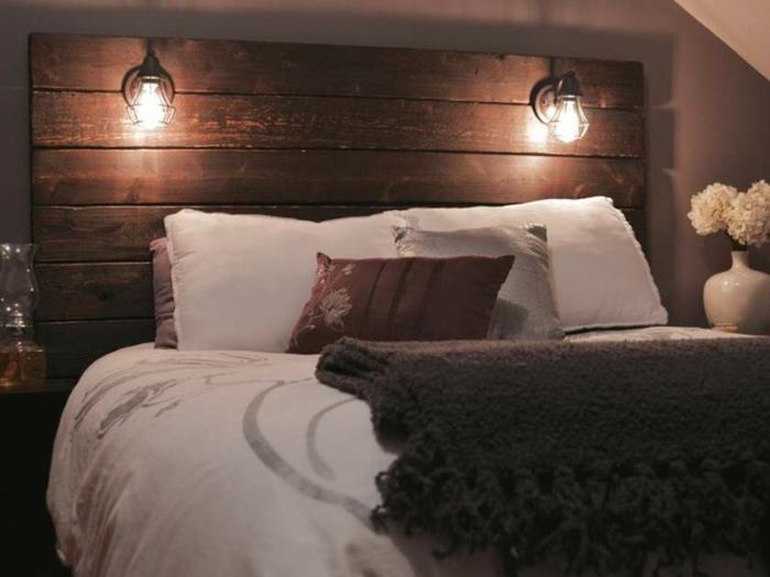1001 ideas de cabeceros originales que pueden adornar tu for Lamparas cabezal cama
