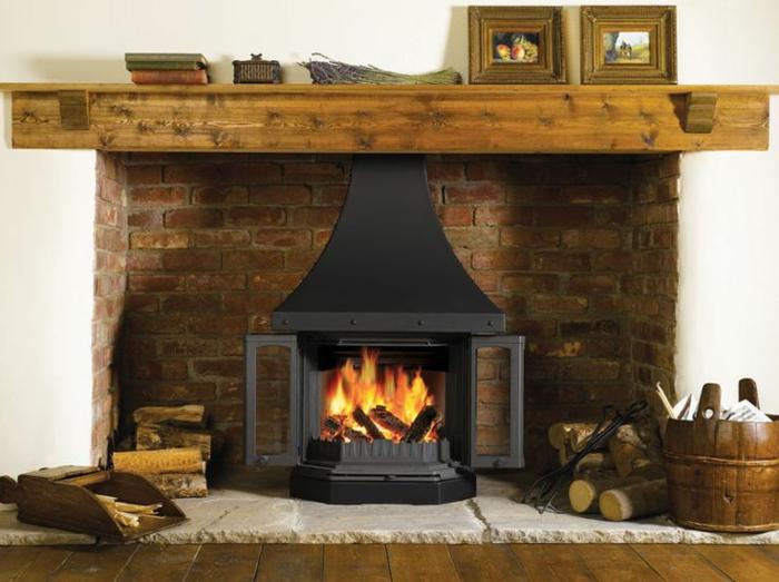 chimeneas rusticas, estufa vintage en habitación en estilo rústico, decoración de leña