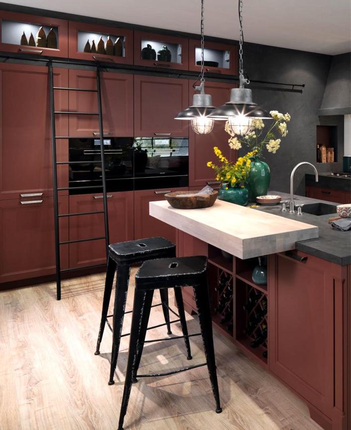 cocinas con barra, cocina en estilo industrial, tonos oscuros, muebles en marrón y negro, barra original con encimera empotrada