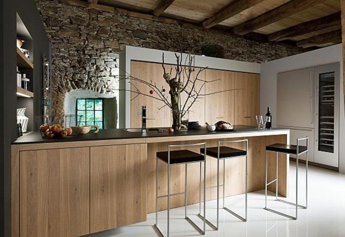 barras de cocina, cocina americana con barra tradicional alargada en l, paredes con pavimento de piedras