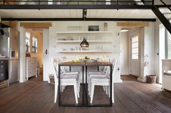 mesas de comedor moderno, cocina en blanco, paredes con ladrillos artificiales, suelo de madera y mesa original de madera y metal