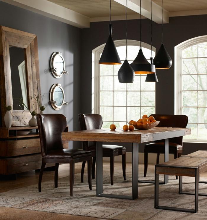 muebles de comedor, comedor estilo mixto, espejo de madera vintage, mesa de madera, sillas tapizadas con piel, lámparas negras