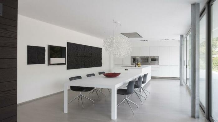 muebles de salon, comedor grande con cocina minimalista, colores blanco y gris, dos arañas grandes blancas