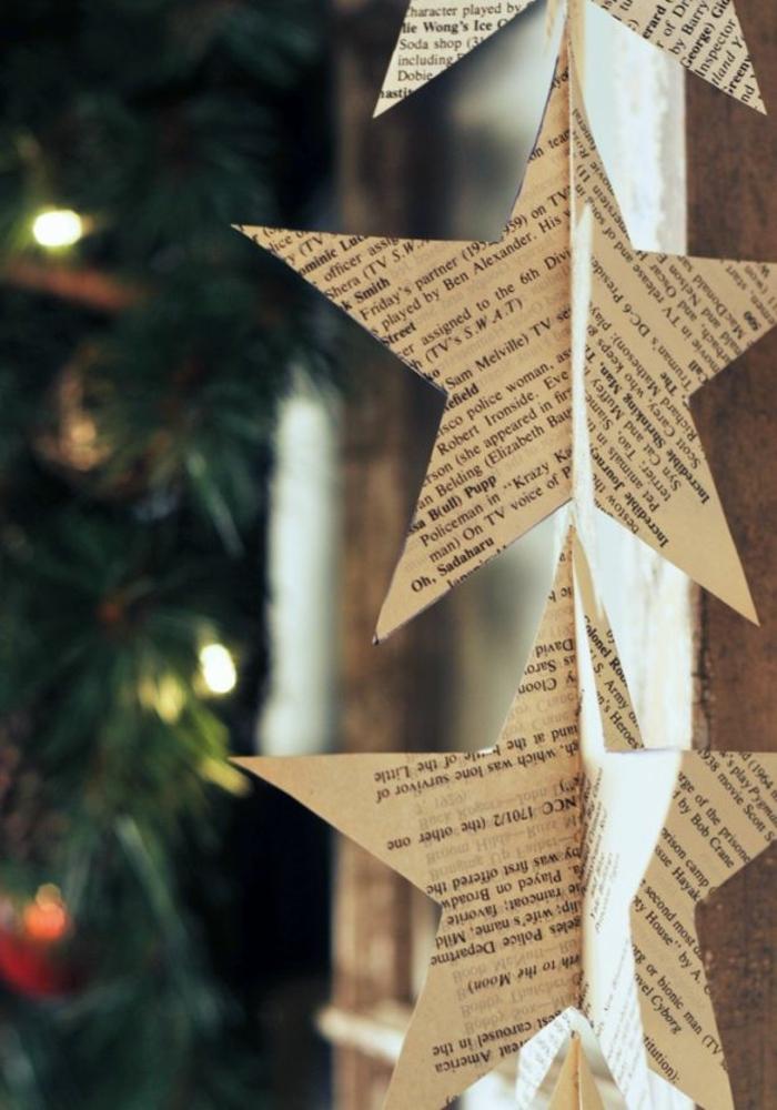 estrellas de papel, guirnalda vertical navideña hecha de materiales reciclados, estrellas de navidad de papel de periódico