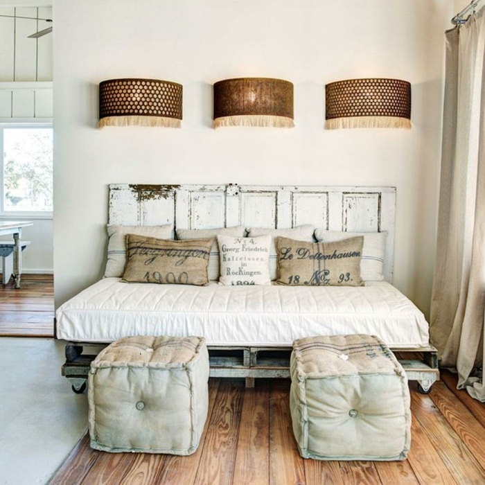 cabeceros originales, dormitorio vintage sin puerta con muebles de madera pintados en blanco, efecto desgastado, lámparas decorativas