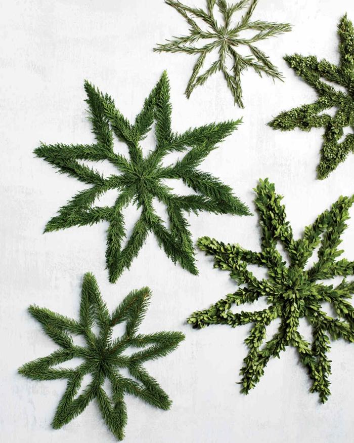 estrella de navidad, variaciones sobre coronas de navidad en forma de estrella, manualidades fáciles para Navidad