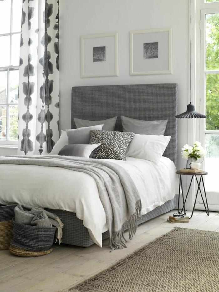 colores para habitaciones, dormitorio con cama doble en blanco y gris, cortinas de visillo, lámparas colgantes