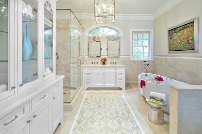 ducha de obra, baño grande y lujoso en blanco white and beige, mueble de madera blanca, ducha de obra con mampara de vidrio