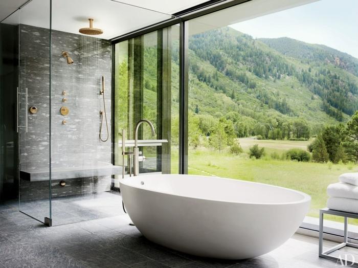 suelos para baños, baño con vista, pared de vidrio, bañera blanca, ducha de obra delimitada con mampara de vidrio, ducha con efecto de lluvia, suelo con baldosas