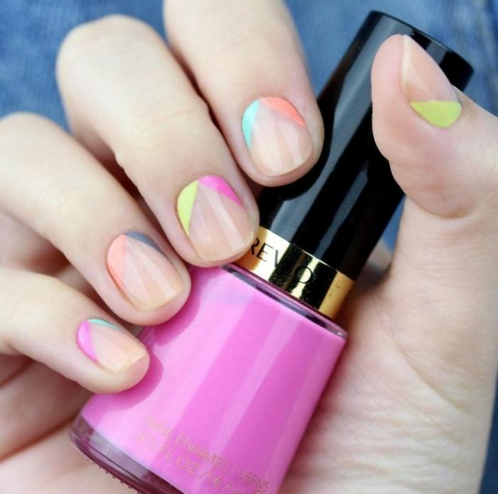 fotos de uñas pintadas, decoración minimalista, uñas cortas con esmalte transparente y partes pintadas en rosado y amarillo