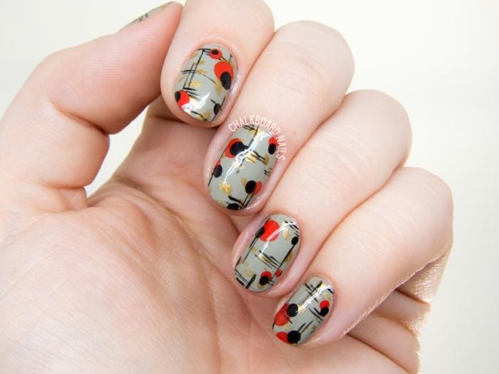 uñas de gel decoradas, uñas de forma ovalada en ocre verde con decoración en negro y rojo