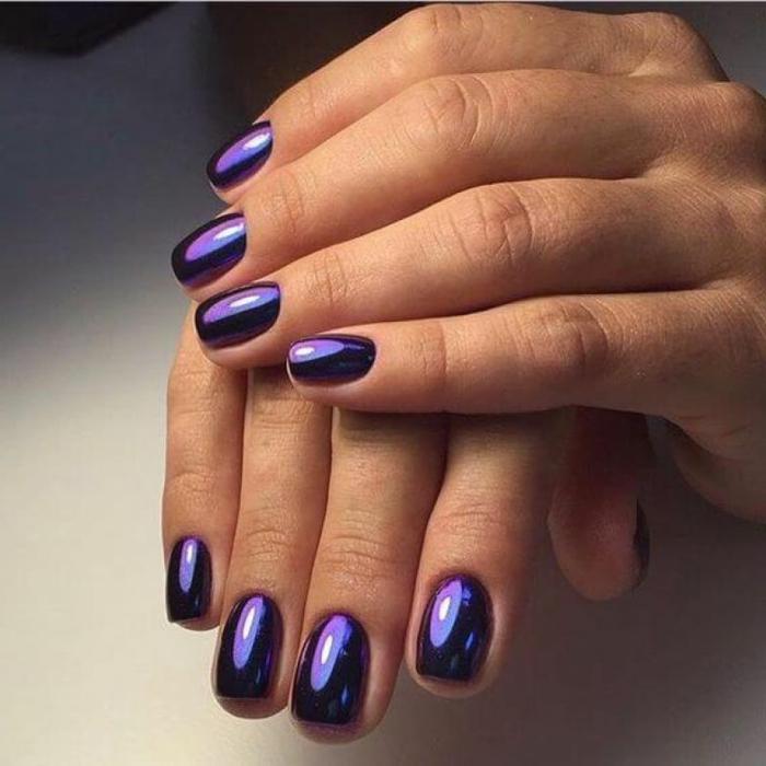 fotos de uñas pintadas, tendencias en la manicura 2018, uñas pintadas en un solo color, uñas cuadradas en lila con toque metálico