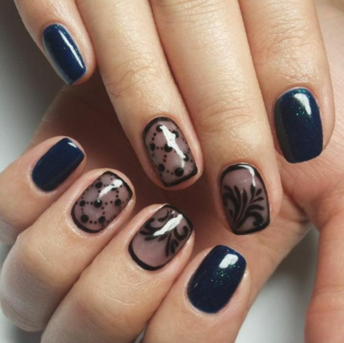 fotos de uñas pintadas, propuesta en azul negro y rozado, hermosos elementos de encaje, esmalte azul brillante