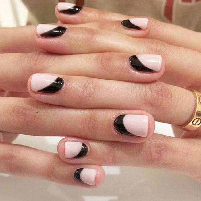 decoracion de uñas, uñas en rosado y negro, combinación de colores refinada, uñas cortas cuadradas