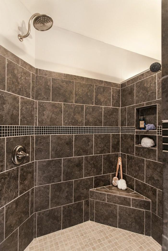 suelos para baños, ducha de onra con paredes con baldosas marrones, banco pequeño, suelo con mosaico, nichos en la pared