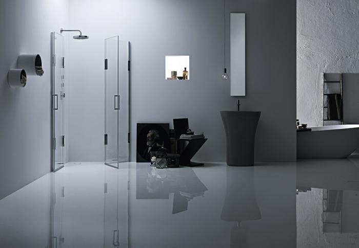 platos de ducha de obra, baño con suelo laminado, ducha con mampara de ducha corredera, ducha con efecto de lluvia