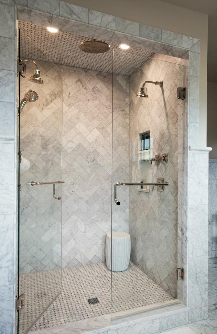 platos de ducha de obra, ducha de obra con baldosas y puerta de vidrio, ducha doble con efecto de lluvia y silla