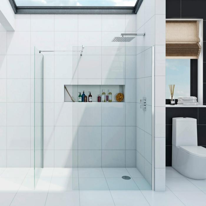 duchas de obra, baño blanco con ventana en el techo, ducha de obra con efecto de lluvia, nicho en la paredmampara de vidrio