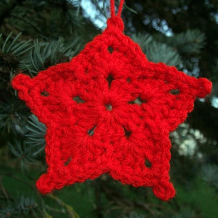 estrellas de navidad, motivo navideño de tejido a crochet en color rojo, adorno en forma de estrella para colgar en el árbol
