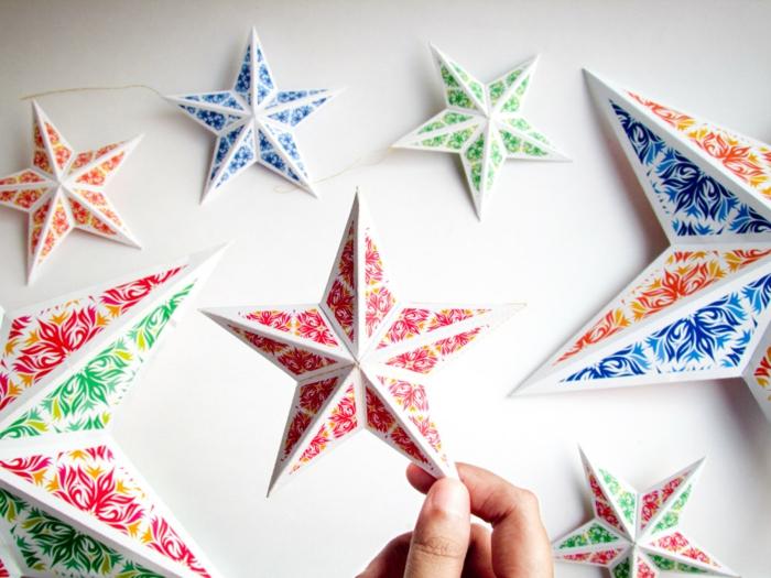 como hacer estrellas de papel, adornos en forma de estrella en tres dimensiones de diferentes colores