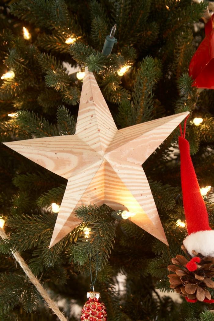 tipos de estrellas, motivo de navidad de madera en forma de estrella, pino con bombillas y otros adornos
