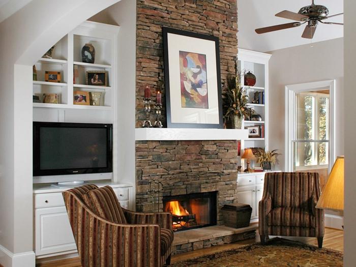 estufa leña, salón con chimenea de piedra, sillones vintage, decoración en la pared, velas retro