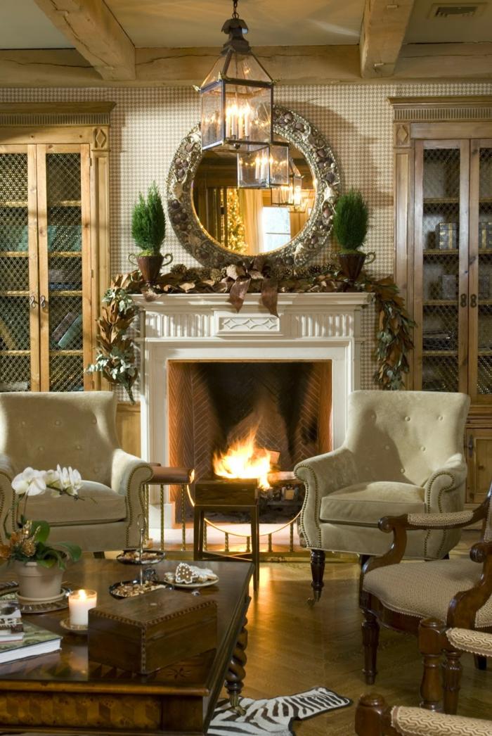 estufa leña, ambiente acogedor, sillónes de peluche blancos, decoración en estilo rústico, armarios de madera