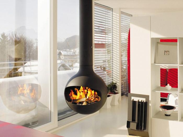 chimeneas modernas, chimenea colgante de acero, interior en blanco en estilo moderno con grandes ventanales y estores