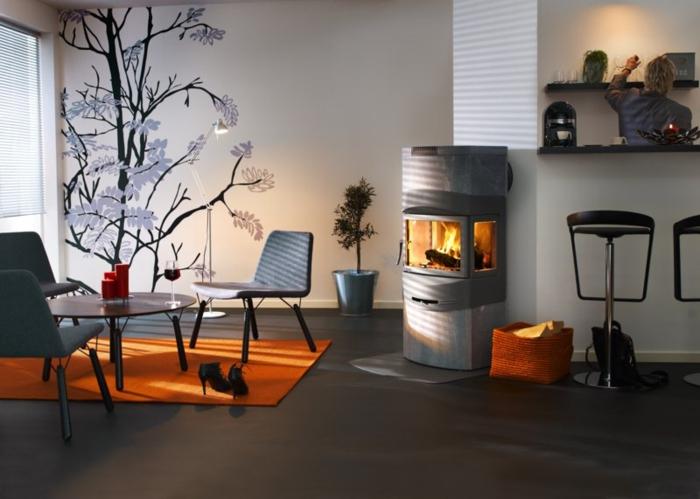 chimenea, salón contemporáneo con estufa de leña moderna, vinilo de pared y barra con sillas altas
