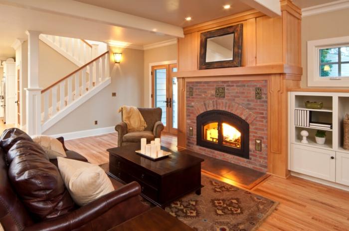 Постен гювеч, interior rústico con muebles de madera, lámparas empotradas, escaleras en blanco
