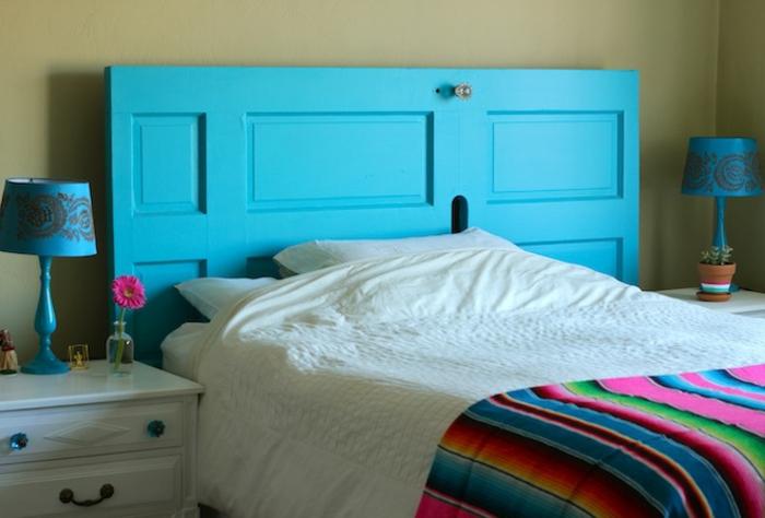 cabeceros originales, idea fresca en tendencia, cabezal de cama de puerta vieja, re utilización de materiales, colores llamativos