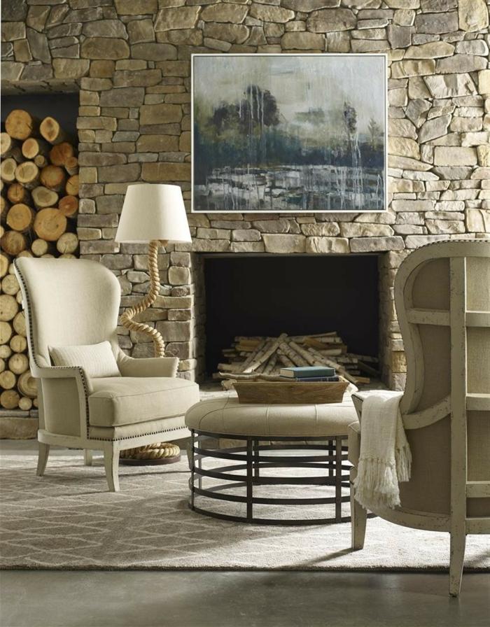revestimiento paredes, salon acogedor en estilo rústico con chimenea, sillones tapizados, pared de piedra con cuadro