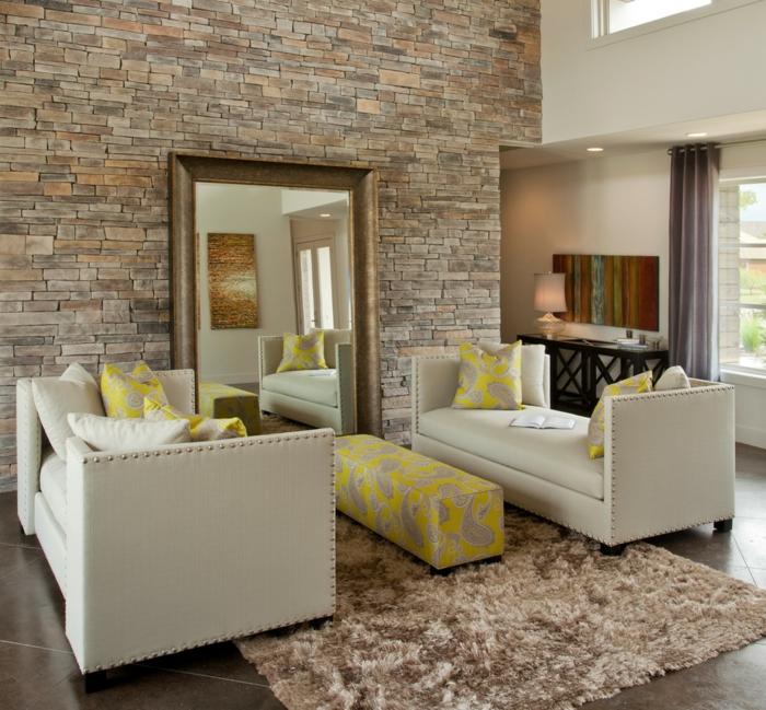 pared ladrillo, salón moderno con bancos tapizados de piel, espejo vintage grande, alfombra y pared de piedra decorativa