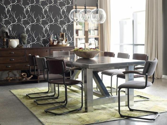 mesas de comedor moderno, mesa de mármol con sillas moderna, papel pintado en una de las paredes, lámparas originales