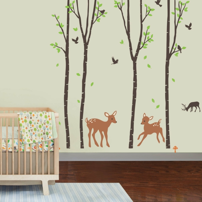 vinilos baratos, decoración de habitación de bebé, vinilos de color con árboles y bambi, litera de madera clara