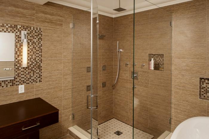 ducha de obra, baño con baldosas en tonos marrón, ducha de obra con efecto de lluvia, mampara de vidrio, decoración con gresite