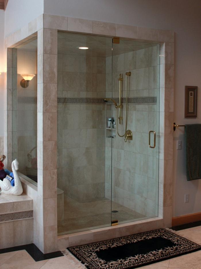 suelos para baños, ducha de obra con paredes parciales y pared de vidrio, paredes de baldosas, ducha dorada y tapete