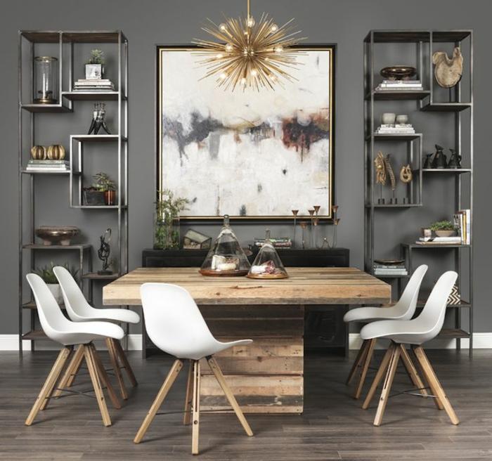 muebles de comedor, comedor en estilo rústico, mesa masiva de madera, sillas modernas con piedras de madera, paredes en gris con estantes de metal, lámpara original dorada