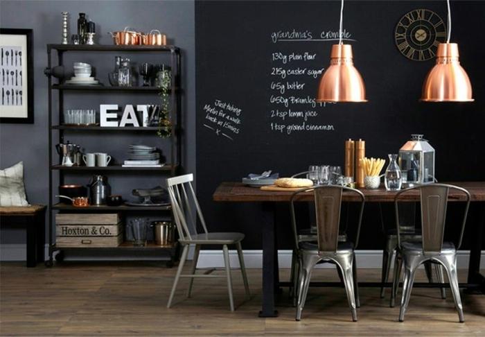 muebles de salon modernos, propuesta atractiva en estilo industrial, pared con pizarra, mesa de madera con piernas de metal, lámparas de lámina,