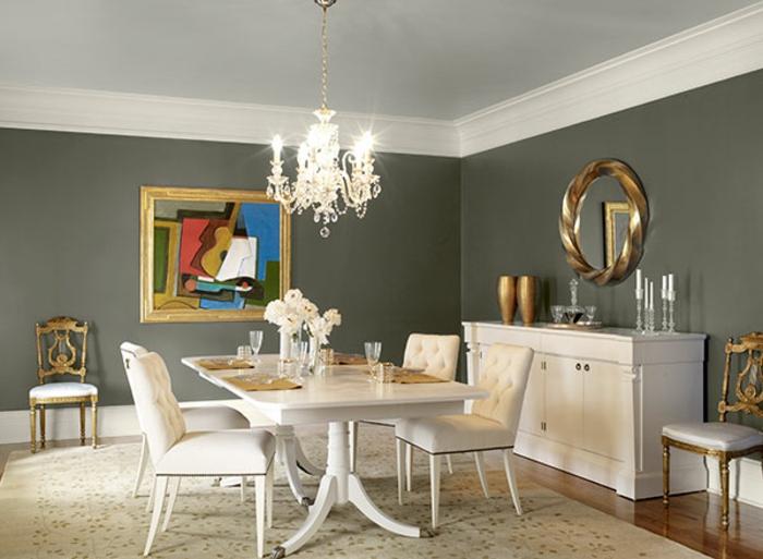 muebles de salon modernos, comedor grande con muebles de madera en blanco, toque vintage, bonita pintura en la pared, candelabro clásico