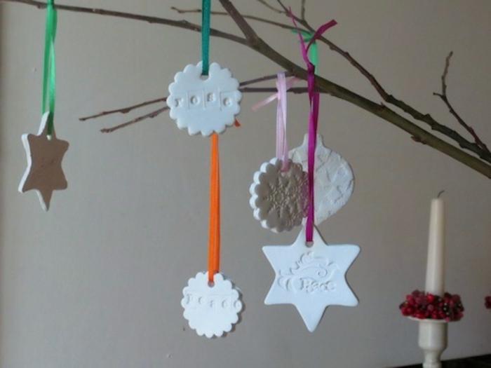 estrellas navidad, colgantes de arcilla navideños en diferentes formas colgados en cintas