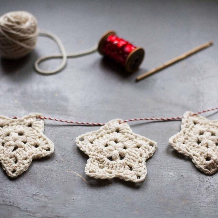 estrellas navidad, adornos a crochet de hilo de lana blanco, ornamentos en forma de estrellas de cinto puntas