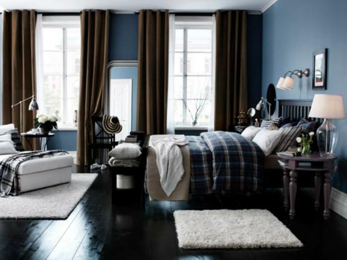 decoracion de paredes, dormitorio acogedor con tonos de azul u marrón, suelo de madera pintada en negro, mueblas de madera y alfombras peludas en blanco