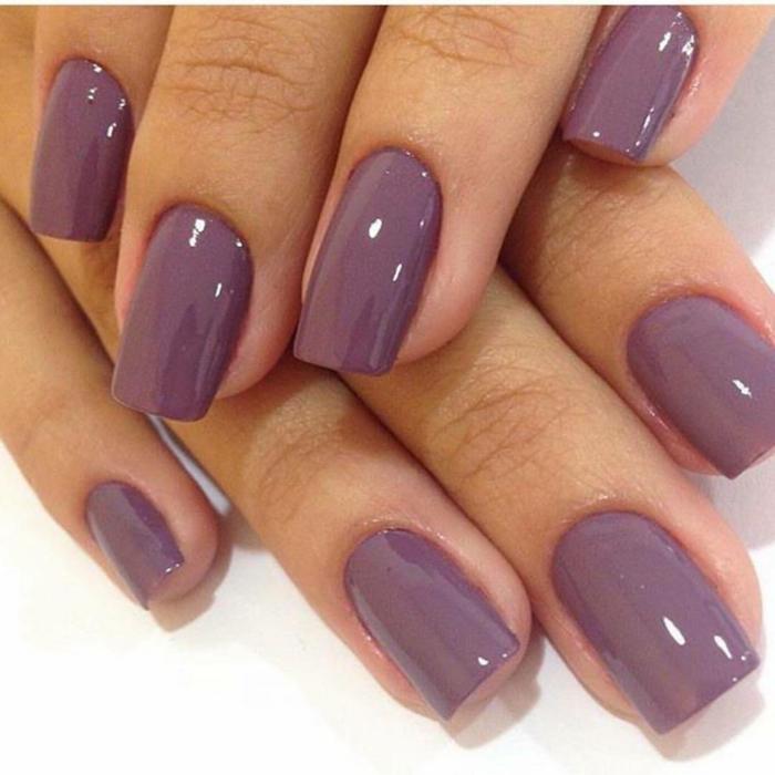 fotos de uñas pintadas, uñas en un solo color, forma cuadrada y color lila intenso