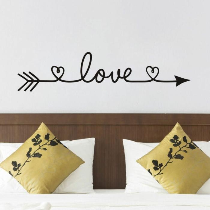 pegatinas pared, vinilo para parejas, decoración de dormitorios, vinilo en cursiva con flecha de amor sobre la cama