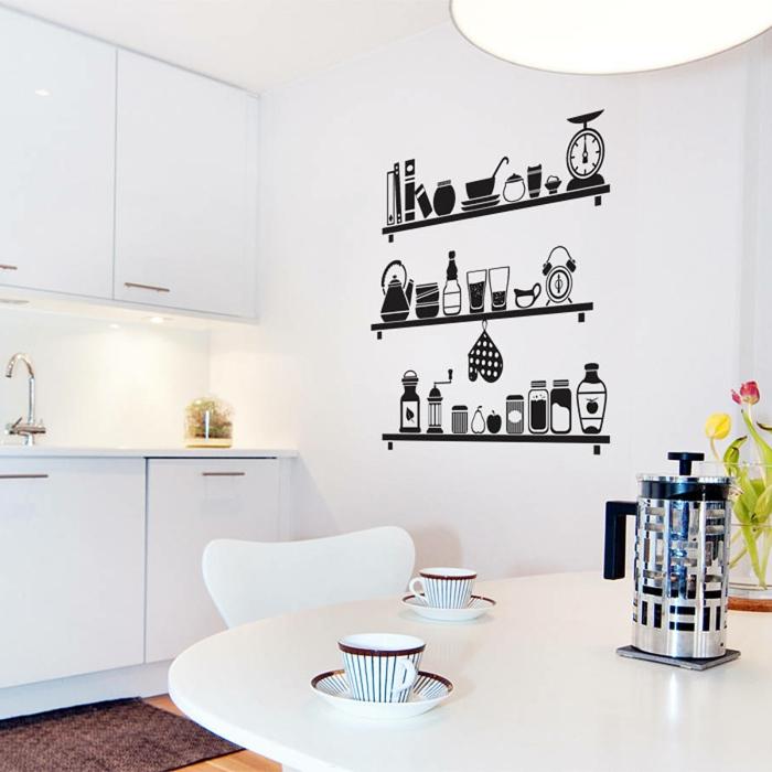decoracion paredes, cocina con comedor blanco, vinilo de pared grande como estantería con saleros, vasos, platos