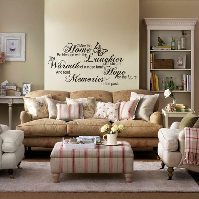vinilos baratos, salón con decoración tradicional, sofá y librería, vinilo con frases en cursiva sobre pared beige