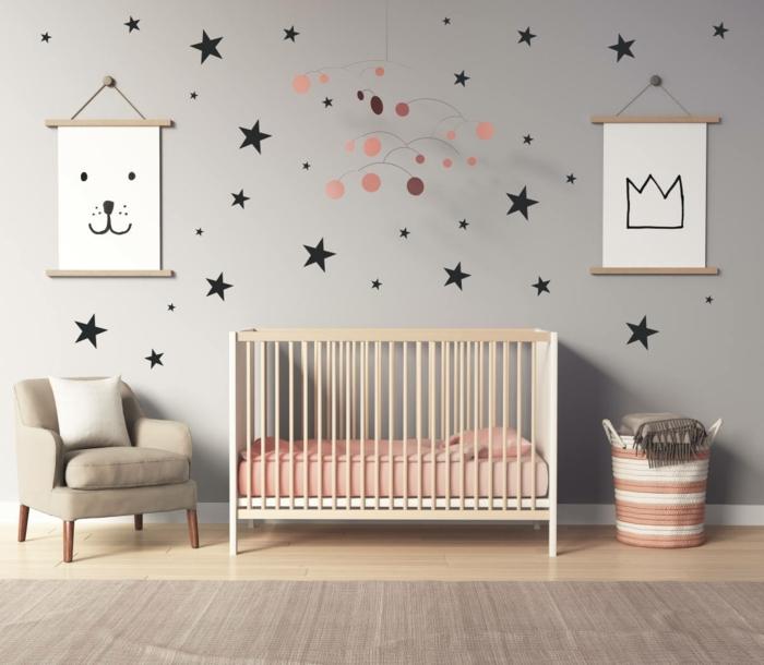 vinilos decorativos, habitación de bebé en gris y rosado, vinilos pequeños de pared en forma de estrellas de diferente tamaño