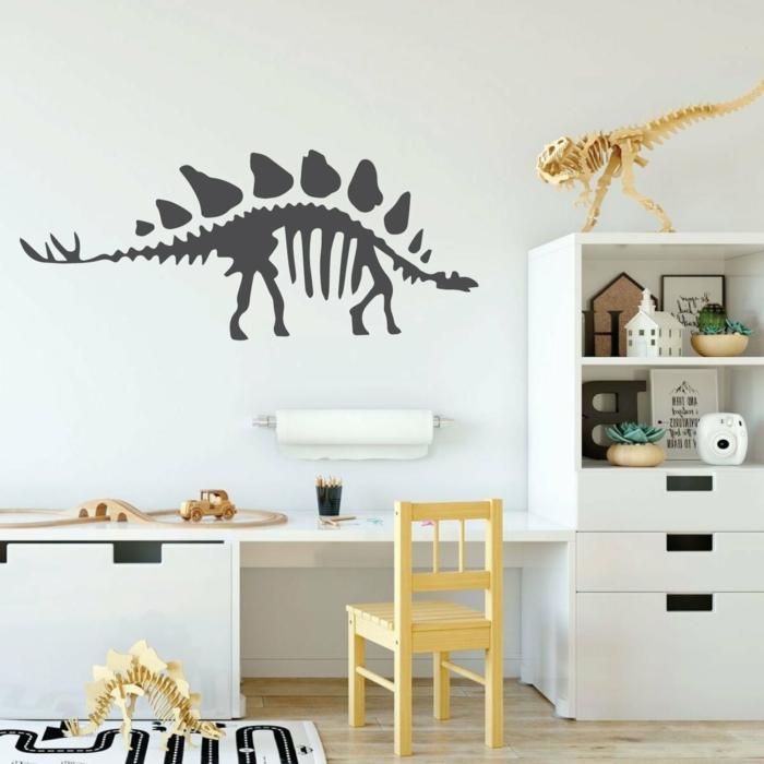 vinilos decorativos, habitación infantil con escritorio, vinilo con esqueleto de dinosaurio negro en pared blanca